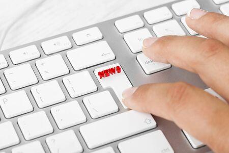 microblogging: Woman pressing News button