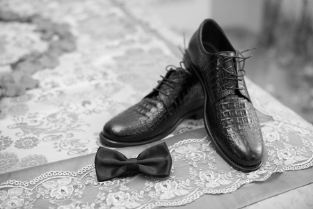 Groom bow with shoes, black shoes, groom shoes, weddingday shoes of groom Stockfoto