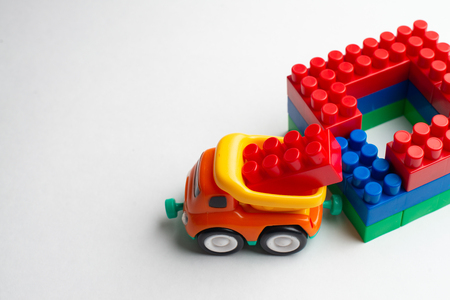 Kids development, Building blocks, Building construction and lorry Banque d'images - 122930924