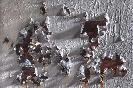 Rusty surface with peeling white paint. Corroded metal texture. Abstract background 版權商用圖片