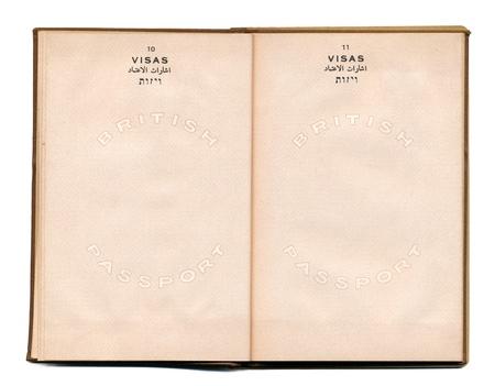 passport: P�ginas 10 a 11 de un pasaporte Brithish vintage public� en 1946 en pre-Israel Palestina, cuando el Brith gobernado esta tierra. Aislado sobre fondo blanco.