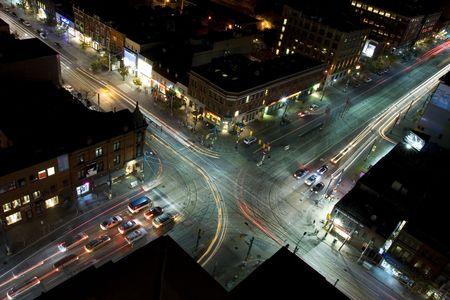 Midnight verkeer gezien vanaf het dak achteruit