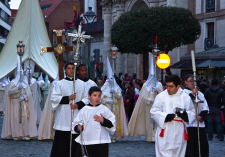 penitence: VALLADOLID, SPAIN – APRIL 6, 2012: White Nazarenos participants in the religious processions during Holy Week on Good Friday, on April 6, 2012 in Valladolid, Spain.