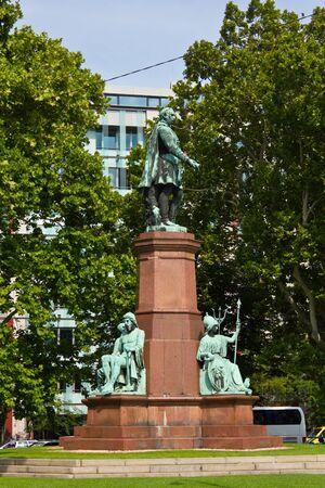 szechenyi: Monumento Szechenyi en Budapest, Hungr�a.