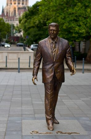 ronald reagan: Bronze statue of Ronald Reagan in Budapest, Hungary.