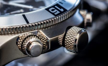 cronógrafo: Detalle de un reloj de lujo de enfoque selectivo, profundidad de campo Foto de archivo