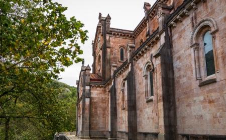 covadonga: Side view of the Santa Maria la Real basilica in Covadonga, Asturias