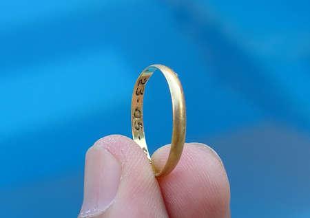 curare teneramente: Anello d'oro