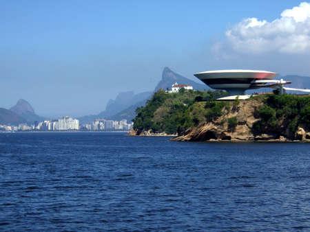 art museum: Niterandamp, oacute, i, Museo d'Arte Contemporanea e Corcovado, Niterandamp, oacute, i, Rio de Janeiro, Brasile