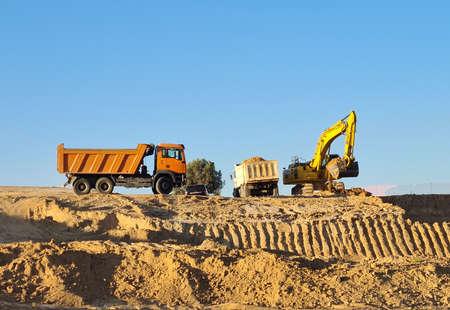 Excavator loader with rised backhoe in a sky background. Digger working in Valdebebas, Madrid. Foto de archivo