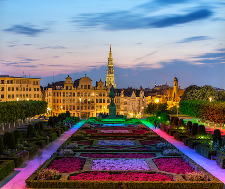View of Brussels city center in the evening Imagens