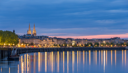 Voir sur Bordeaux dans la soirée - France Banque d'images
