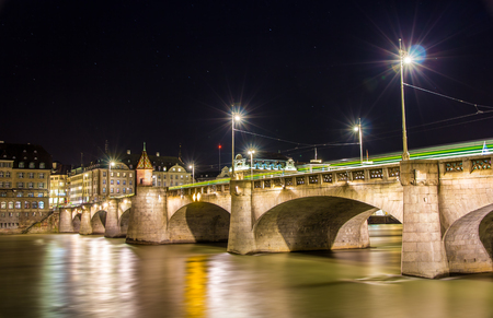 middle ages boat: Mittlere bridge in Basel at night - Switzerland