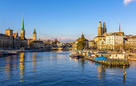 Gebäude auf dem Damm des Zürich - Schweiz Lizenzfreie Bilder