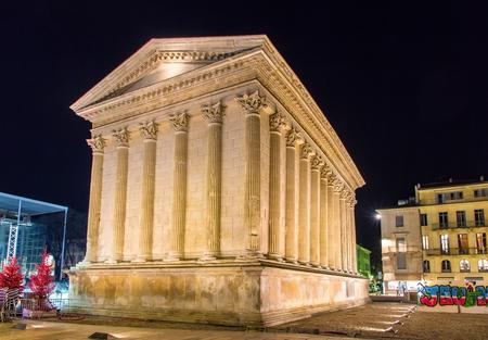 Roman temple: Maison Carr�e, un templo romano en Nimes, Francia