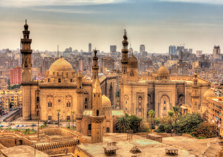 Uitzicht op de moskeeën van Sultan Hassan en Al-Rifai in Caïro - Egypte Stockfoto
