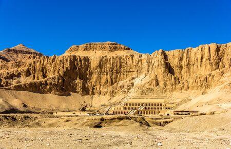 mortuary: View of Deir el-Bahari, a complex of mortuary temples in Egypt