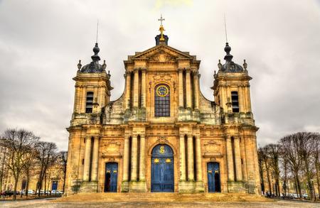 ヴェルサイユ - フランスのサン ・ ルイ大聖堂 写真素材