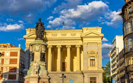 murillo: Statue of Maria Cristina in front of the Museo del Prado - Madrid Editorial