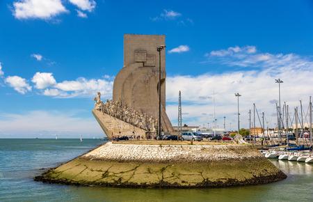 descubridor: Vista del Monumento a los Descubrimientos en Lisboa, Portugal Editorial