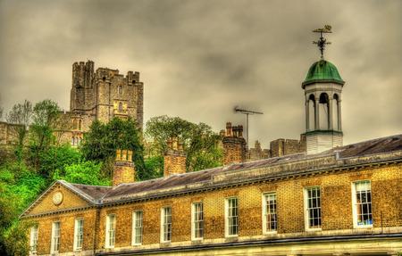 director de escuela: Vista del castillo de Windsor sobre la Escuela de San Jorge - Inglaterra Editorial