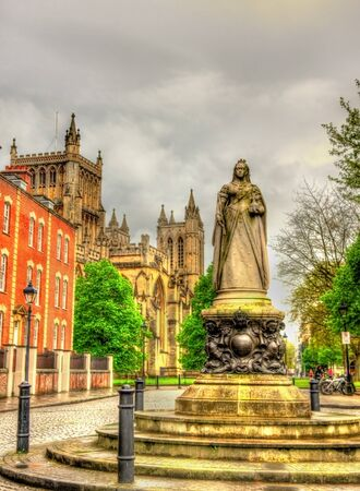 queen victoria: Queen Victoria Statue on College Green, Bristol, England
