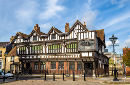 Tudor House in City Centre of Southampton, England Standard-Bild