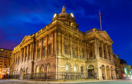 liverpool: Liverpool Town Hall in the evening - England