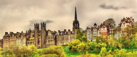 princes street: View of New College from Princes Street Gardens in Edinburgh