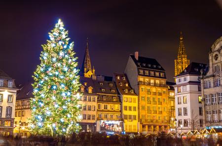 """Kerstboom in Straatsburg, """"Hoofdstad van Kerstmis"""". 2014 - Alsace, Frankrijk"""