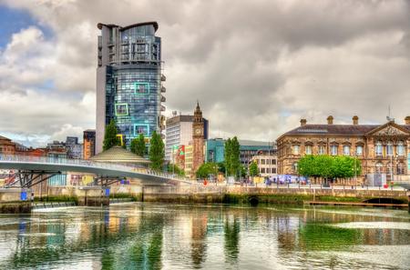 Mening van Belfast met de rivier Lagan - Verenigd Koninkrijk Stockfoto
