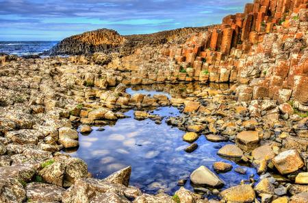 북 아일랜드에있는 자이언트 코즈웨이 (Giant  's Causeway)의 전망 스톡 콘텐츠