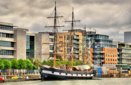 gig harbor: Jeanie Johnston, moored off Custom House Quay, Dublin Stock Photo
