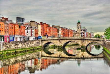 더블린 - 아일랜드에서 멜버른 다리의 전망 스톡 콘텐츠