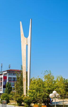 fraternidad: Monumento de la Hermandad y Unidad en Pristina - Kosovo Foto de archivo