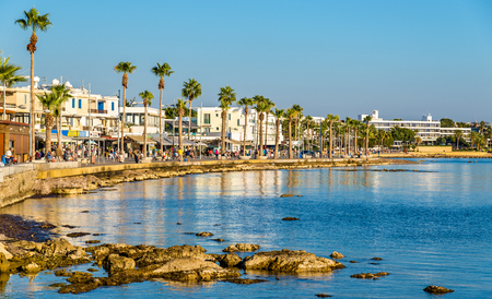 Vista del terrapieno a Paphos Harbour - Cipro Archivio Fotografico