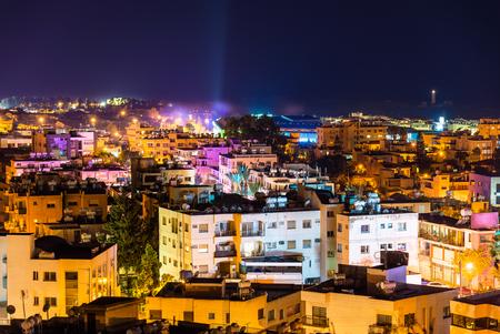 Nacht uitzicht van Paphos stad - Cyprus