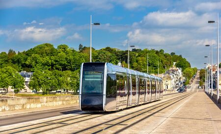 et: Wireless tram on Pont Wilson Bridge in Tours - France Stock Photo