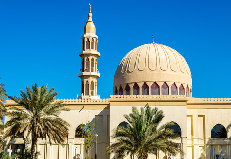 prayer tower: Small mosque in Abu Dhabi - UAE Stock Photo
