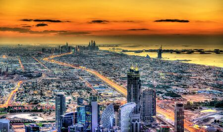 Puesta del sol sobre Dubai - Emiratos Árabes Unidos