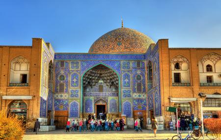 safavid: Sheikh Lotfollah Mosque on Naqsh-e Jahan Square of Isfahan, Iran Editorial