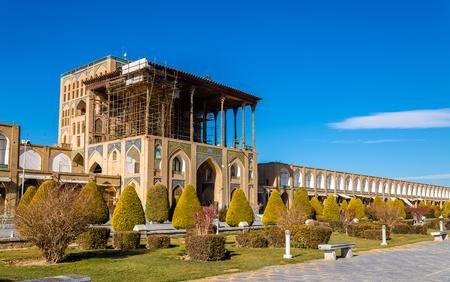 isfahan: Ali Qapu Palace on Naqsh-e Jahan Square in Isfahan, Iran
