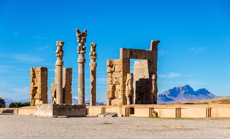 Mit Blick auf das Tor aller Nationen in Persepolis - Iran Lizenzfreie Bilder