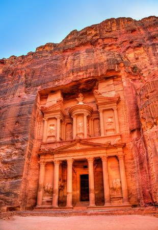 khazneh: Al Khazneh temple in Petra - Jordan. UNESCO world heritage site Stock Photo