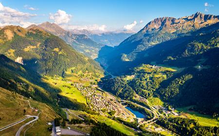 Mening van Airolo dorp vanaf de Gotthardpas - Zwitserland