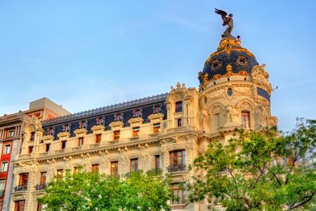 corner house: The Edificio Metropolis, a historic building in Madrid - Spain