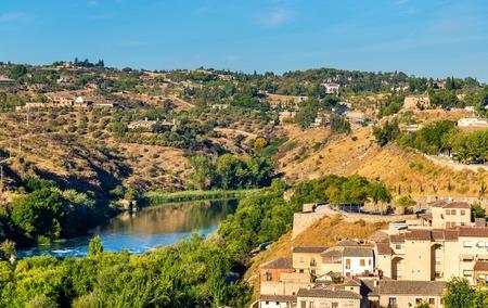 mancha: The Tagus River, the longest river on the Iberian Peninsula. Toledo, Spain Stock Photo