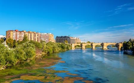 ebro: Puente de Piedra in Zaragoza - Aragon, Spain