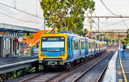 Metro van Melbourne trein bij Victoria Park-post, Australië