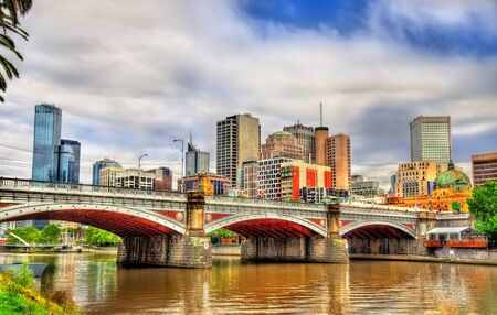 princes street: Skyline of Melbourne along the Yarra River and Princes Bridge - Australia